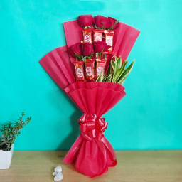 Combo of 6 KitKat Chocolates Bouquet with 6 Red Roses