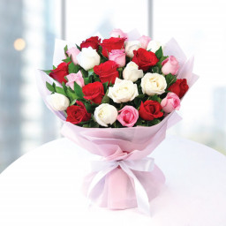 8 Red Roses 8 White Roses 8 Pink Roses Pink Paper Packing