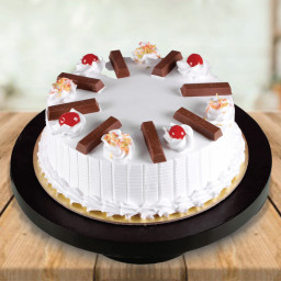 0.5 Kg KitKat Vanilla Cake