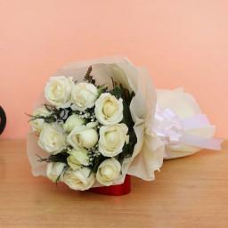 10 White Roses